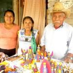 サンチアゴ一族の木彫り人形のご紹介