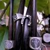 シルバーのリングとレザーのブレスレットのご紹介