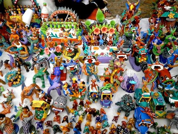 パツクアロの陶人形屋台